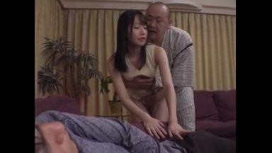 《息子の嫁》(大丈夫だ。バレないよ・・・)酔った夫の前での性交。感じてはいけないのにカラダは拒めない・・・のthumbnail
