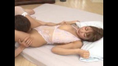 【明日花キララ】芸能人ギャル美女がクンニペロペロセクシーランジェリー巨乳ギャルのthumbnail