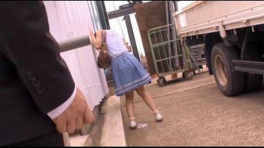 【紗倉まな】痴漢にリモコンローターを仕込まれた美少女は降車後にイキ潮垂れ流し野外で犯されザーメン顔射のthumbnail