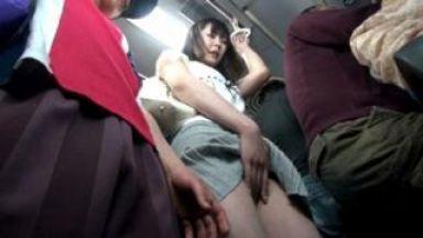 強力な媚薬スプレーで発情させられた美人妻!バス内でキメセクまんこを犯されてしまうのthumbnail
