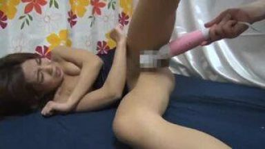 【熟女ナンパ】刺激が強い電マでヤラレタイ…人妻が興味を持ったその物体とは!!!のthumbnail