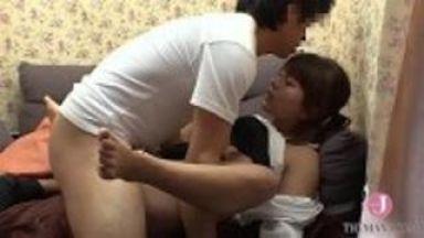 素人の同僚男女2人が密室で激しく性器を舐め合いハメハメして射精のthumbnail