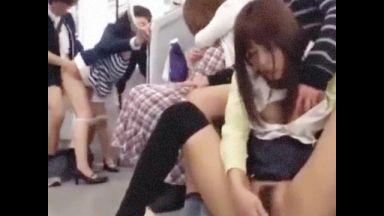 電車内で即ハメ立ちバック~背面騎乗位で中出しされる被害者女♪レイプが許された世界でザーメンコキ棄て!のthumbnail