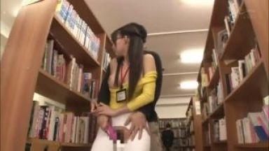 【蓮実クレア】スレンダー美脚巨乳極上エロいお姉さんと図書館痴漢レイプのthumbnail
