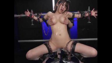 ☆マゾ雌☆「そんな・・・触られたらっ!」単管製磔器具に捕われた巨乳美女が涎を垂らしながらイクイク連発!のthumbnail