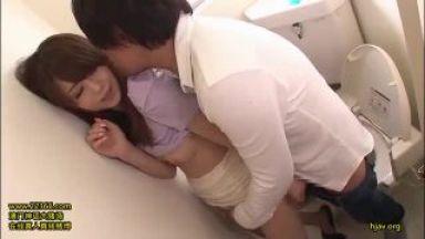 【吉沢明歩】極エロノーパンノーブラスレンダー美脚美女がえちえちすぎるトイレエッチを開始のthumbnail