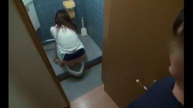 ♥「まじか…♥」友達の姉が和式トイレでおしっこ…そのまま濡れたおマンコにチンポ吸い込んじゃう変態ビッチだったよのthumbnail