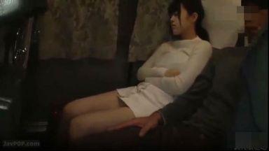 【痴漢】高速夜行バスで隣にニットセーターで巨乳強調するミニスカ生脚JDが乗って寝た…のthumbnail