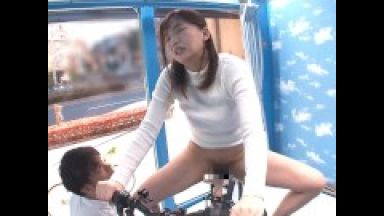 【マジックミラー号】人妻ナンパ連れ込みめっちゃエロいがに股変態自転車で寝取られる不倫のthumbnail